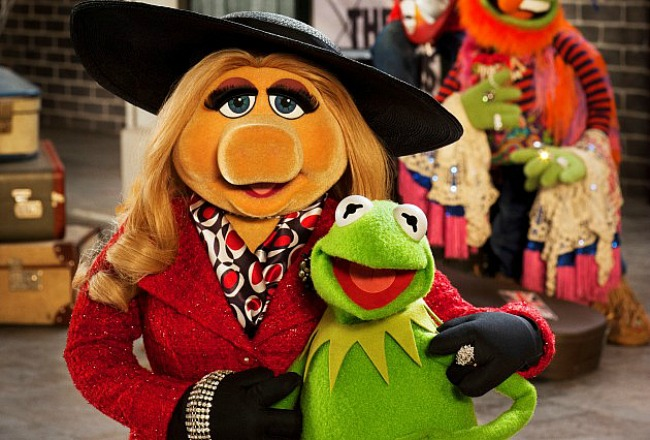 Miss Piggy and Kermit in the latest Muppet film, MUPPETS MOST WANTED