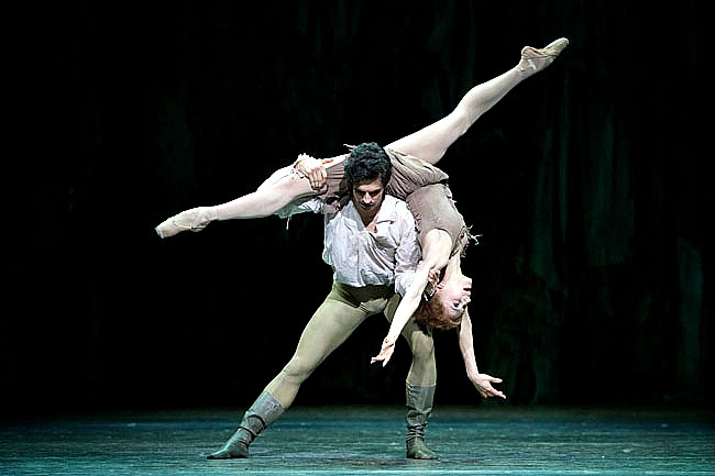 Federico Bonelli and Marianela Nunez in MANON. Pics by Alice Pennefather