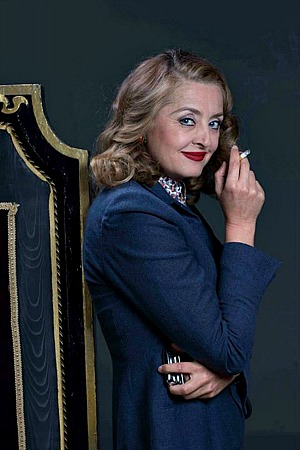 Jeanette Cronin gives a great performance as Bette Davis
