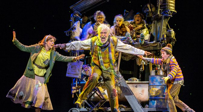 CHARLIE AND THE CHOCOLATE FACTORY : IT'S GOBSMACKINGLY GOOD FUN